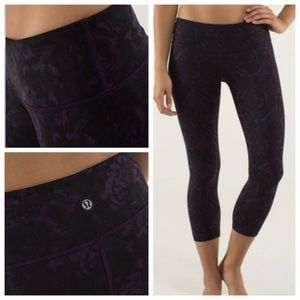 Lululemon Wunder Under Crop baroque deep zin 10